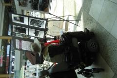 휠체어 타고